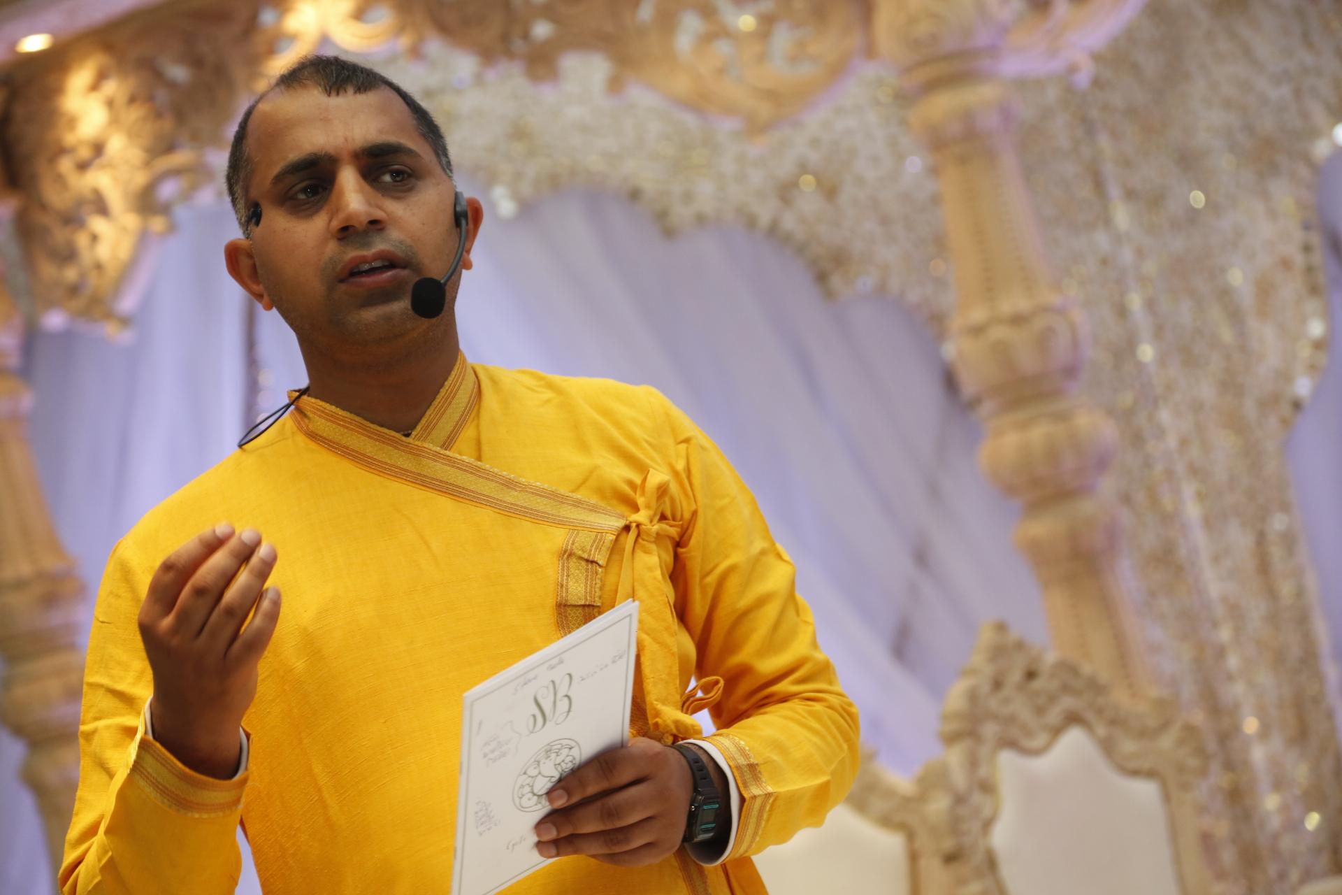 Hindu priest in london| hindu wedding in london, house ...